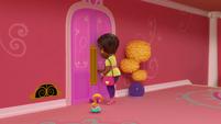 101b - Mrs. Melvin locking the salon door