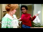 Arnold Drops A Water Bomb! - Diff'rent Strokes