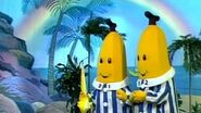 Chasing Rainbows - Classic Episode - Bananas In Pyjamas Official