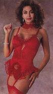 Rebecca Ferratti 32