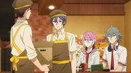 A employee telling Saku about the curry