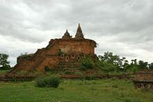 800px-Stupa ruins, Innwa, Mandalay Division, Burma.jpg