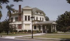 21 Chester Place (Sept. 1, 1959) Photographer Conner, Palmer (The Huntington Library).jpg