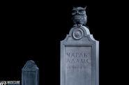 Завещание Чарльза Адамса, или Дом семи повешенных - нагробие