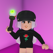 A player holding the Eyeball Rattle.