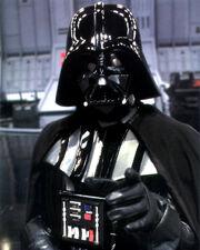 Darth-Vader-en-su-armadura.jpg