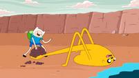 S4 E21 Jake mud catapult