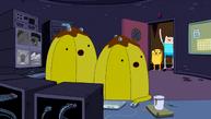 S4 E20 The Banana guards watching