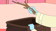 S9e2 Ice King holding a stick