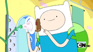 S2e17 Finn feeding the Princess Plant pizza