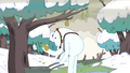 S3e17 Snow Golem with pear