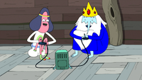 S5e40 IK playing BMO with Abracadaniel.png