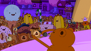 S5e52 Rap Bear performing