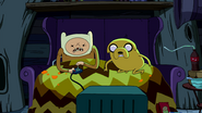 S2e16 Jake watching Finn play the game