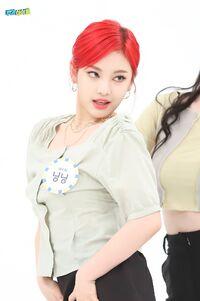 Ningning Weekly Idol 21.05.26 3