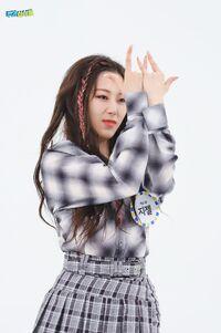 Giselle Weekly Idol 21.05.26 6
