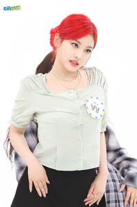 Ningning Weekly Idol 21.05.26 4