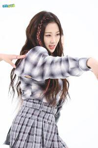 Giselle Weekly Idol 21.05.26 4
