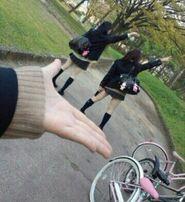 Schoolgirl-pose