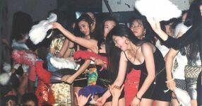 Bodikon girls on the otachidai, late 1989