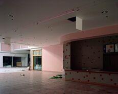 Фото заброшенные магазины и торговые центры Изображение № 17