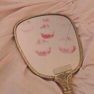 Lipstick-mirror