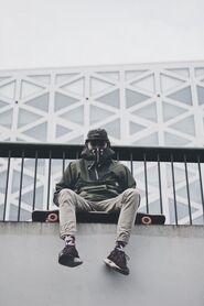 Skater-sit