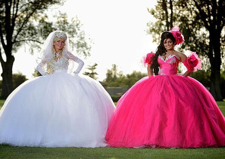 Ashi and the scotsman's daughters dressing up as princesses on Samurai Jack season 6
