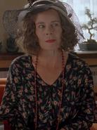 Katherine Cloade (Celia Imrie)