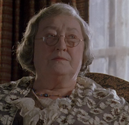 Mrs Leadbetter (Elizabeth Spriggs)