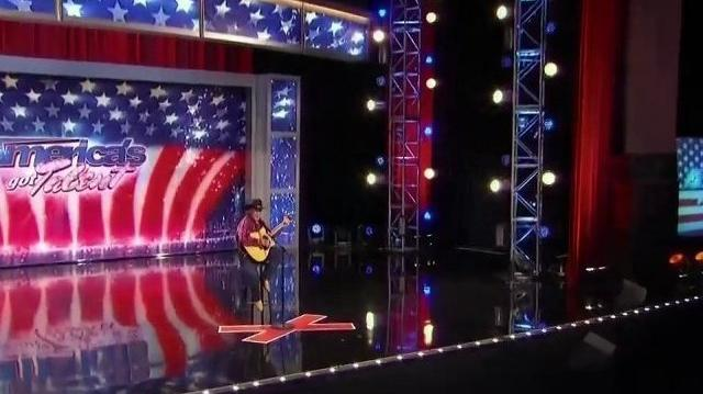 Lonnie_Lear,_44_~_America's_Got_Talent_2010,_auditions_Orlando-0