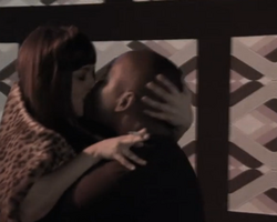 Macu y David besandose.png