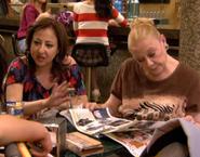 Aída y Eugenia en el bar Reinols