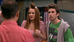 Lore y Jonathan se entaran de que Aida vuelve a la carcel.png