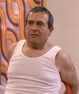 Don Julián amarrado