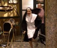 Sor Dolores corriendo de Chema