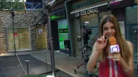 Manuela Velasco nos enseña el plató de 'Aída' de Telecinco