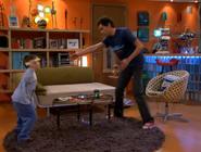Luisito intentando escapar de Luisma