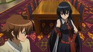 Akame showing Tatsumi her Teigu