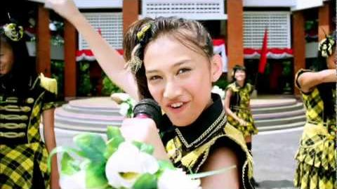 "JKT48_""Heavy_Rotation""_Music_Video_Digest-0"