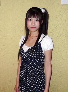 AKB48 YoshiokaSaki 2007.jpg