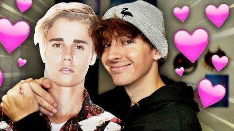 Albert / Flamingo and Justin Bieber play ROBLOX