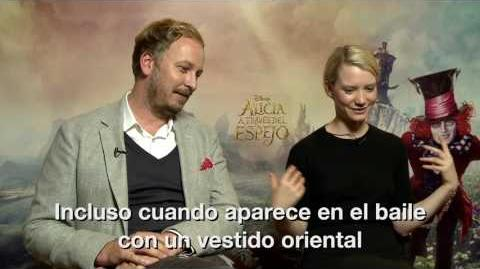 Alicia a través del espejo Q&A con Mia Wasikowska y James Bobin