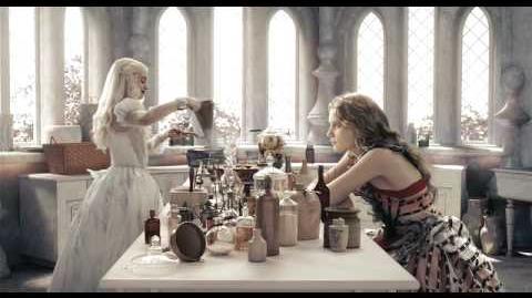 Disney Escena Alicia - Haciendo Pociones con la Reina Blanca
