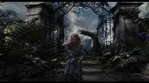 Trailer Español Oficial Alicia en el Pais de las Maravillas de Tim Burton
