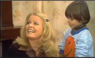 AITF 2x17 - Gloria meets little Danny Sanders