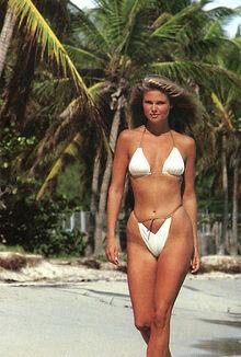 Sports-Illustrated-1980-photoshoot-christie-brinkley-36988422-335-496.jpg