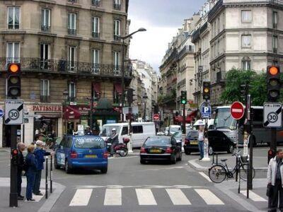 Stuck-in-paris-traffic (Downtown).jpg