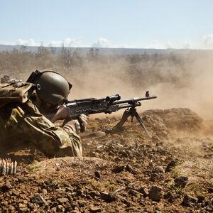 Machine gun team from 1 RAR during RIMPAC 2012.JPG