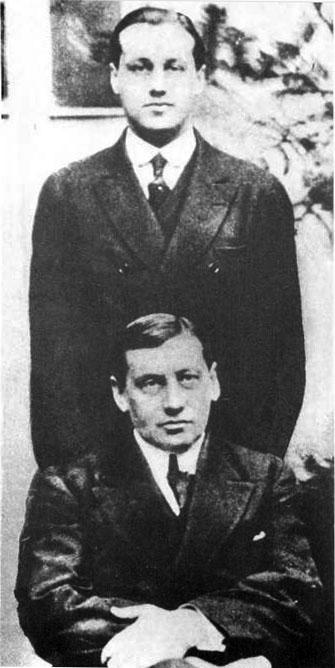 Arturo y Jorge Alessandri (1920).jpg